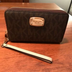 Michael Kors Wallet-BARELY USED AMAZING CONDITION